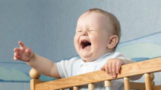 赤ちゃんの夜泣きは放置しても大丈夫なのか