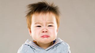 赤ちゃんの夜泣き原因は?いつまで?