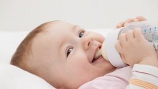 母乳育児は夜泣きの原因になる!?