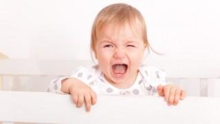 寝ぐずり・起きぐずりをする赤ちゃんの対処方法